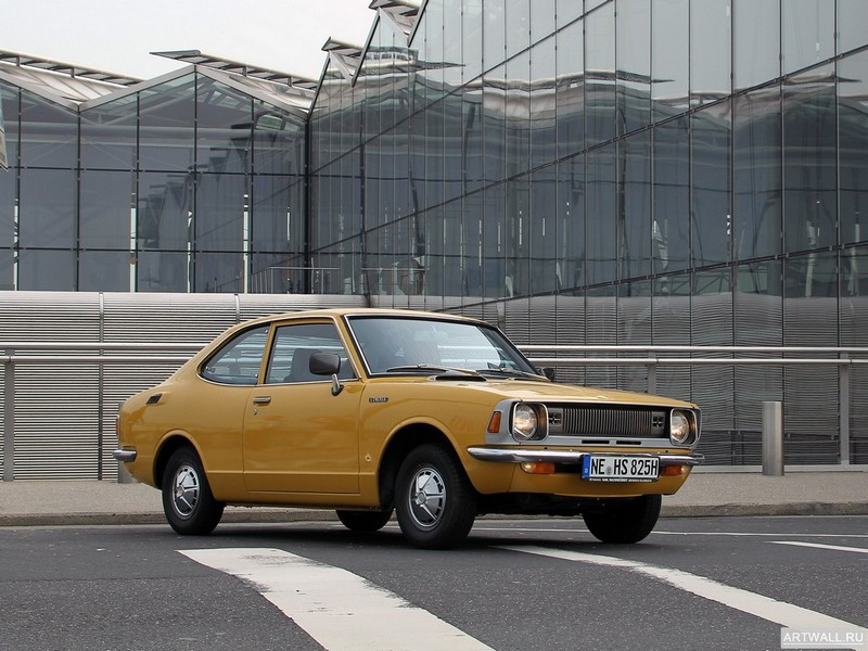 Постер Toyota Corolla 2-door Sedan (KE26) 1970-74, 27x20 см, на бумагеToyota<br>Постер на холсте или бумаге. Любого нужного вам размера. В раме или без. Подвес в комплекте. Трехслойная надежная упаковка. Доставим в любую точку России. Вам осталось только повесить картину на стену!<br>