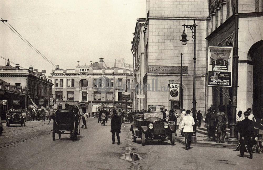 Постер Москва - старые фотографии Улица Москвы 1Москва - старые фотографии<br>Постер на холсте или бумаге. Любого нужного вам размера. В раме или без. Подвес в комплекте. Трехслойная надежная упаковка. Доставим в любую точку России. Вам осталось только повесить картину на стену!<br>