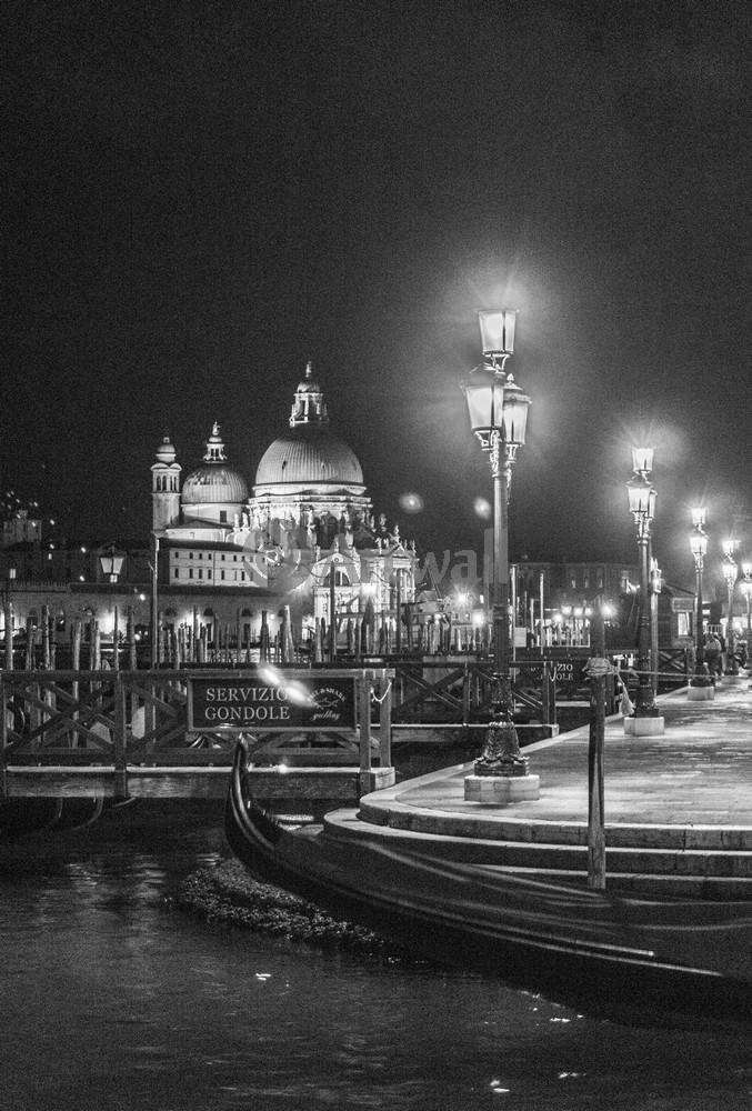 Постер Венеция Венеция в черно-белом ретроВенеция<br>Постер на холсте или бумаге. Любого нужного вам размера. В раме или без. Подвес в комплекте. Трехслойная надежная упаковка. Доставим в любую точку России. Вам осталось только повесить картину на стену!<br>