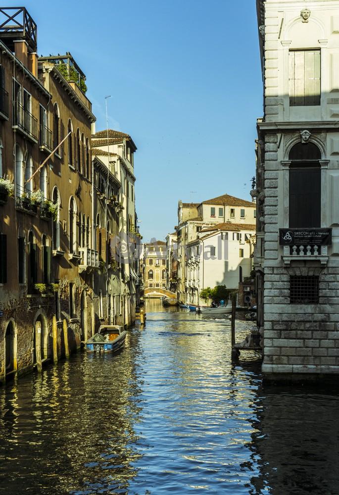 Постер Города и карты Классическая Венеция, 20x29 см, на бумагеВенеция<br>Постер на холсте или бумаге. Любого нужного вам размера. В раме или без. Подвес в комплекте. Трехслойная надежная упаковка. Доставим в любую точку России. Вам осталось только повесить картину на стену!<br>