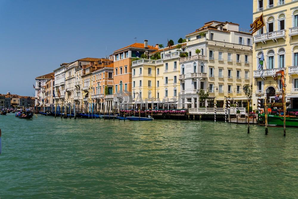 Постер Венеция Венеция 43907Венеция<br>Постер на холсте или бумаге. Любого нужного вам размера. В раме или без. Подвес в комплекте. Трехслойная надежная упаковка. Доставим в любую точку России. Вам осталось только повесить картину на стену!<br>