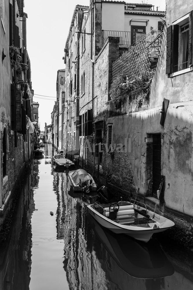 Постер Венеция Старый канал Венеции, ретроВенеция<br>Постер на холсте или бумаге. Любого нужного вам размера. В раме или без. Подвес в комплекте. Трехслойная надежная упаковка. Доставим в любую точку России. Вам осталось только повесить картину на стену!<br>