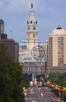 """Постер Города и карты """"Мэрии города Филадельфия в сумерках"""", 20x31 см, на бумаге от Artwall"""