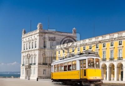 """Постер Города и карты """"Лиссабон желтый трамвай на Центральной площади Praca de Comercio, Португалия"""", 29x20 см, на бумаге от Artwall"""