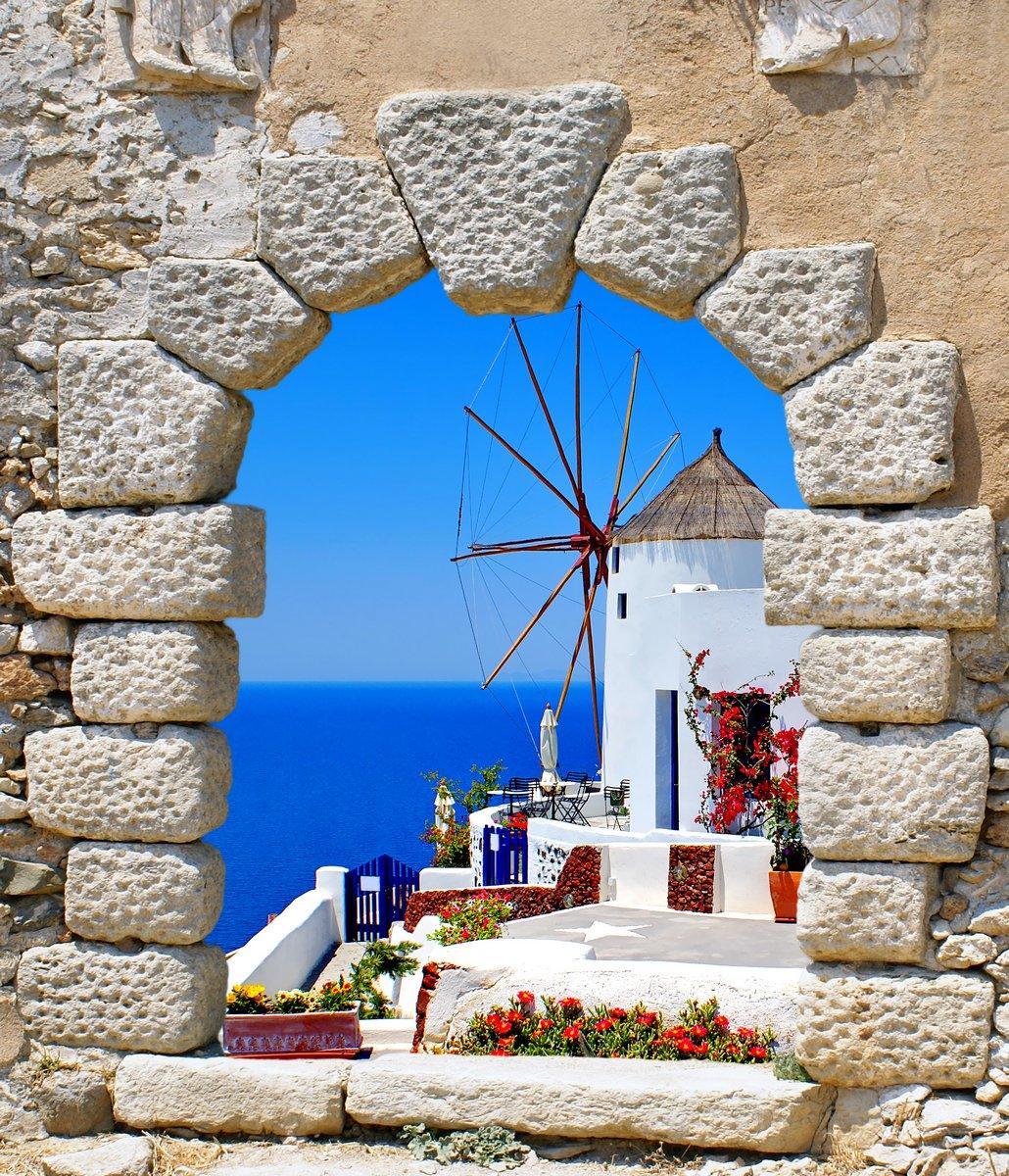 """Постер Города и карты """"Мельницу из старого окна на острове Санторини, Греция"""", 20x23 см, на бумаге от Artwall"""