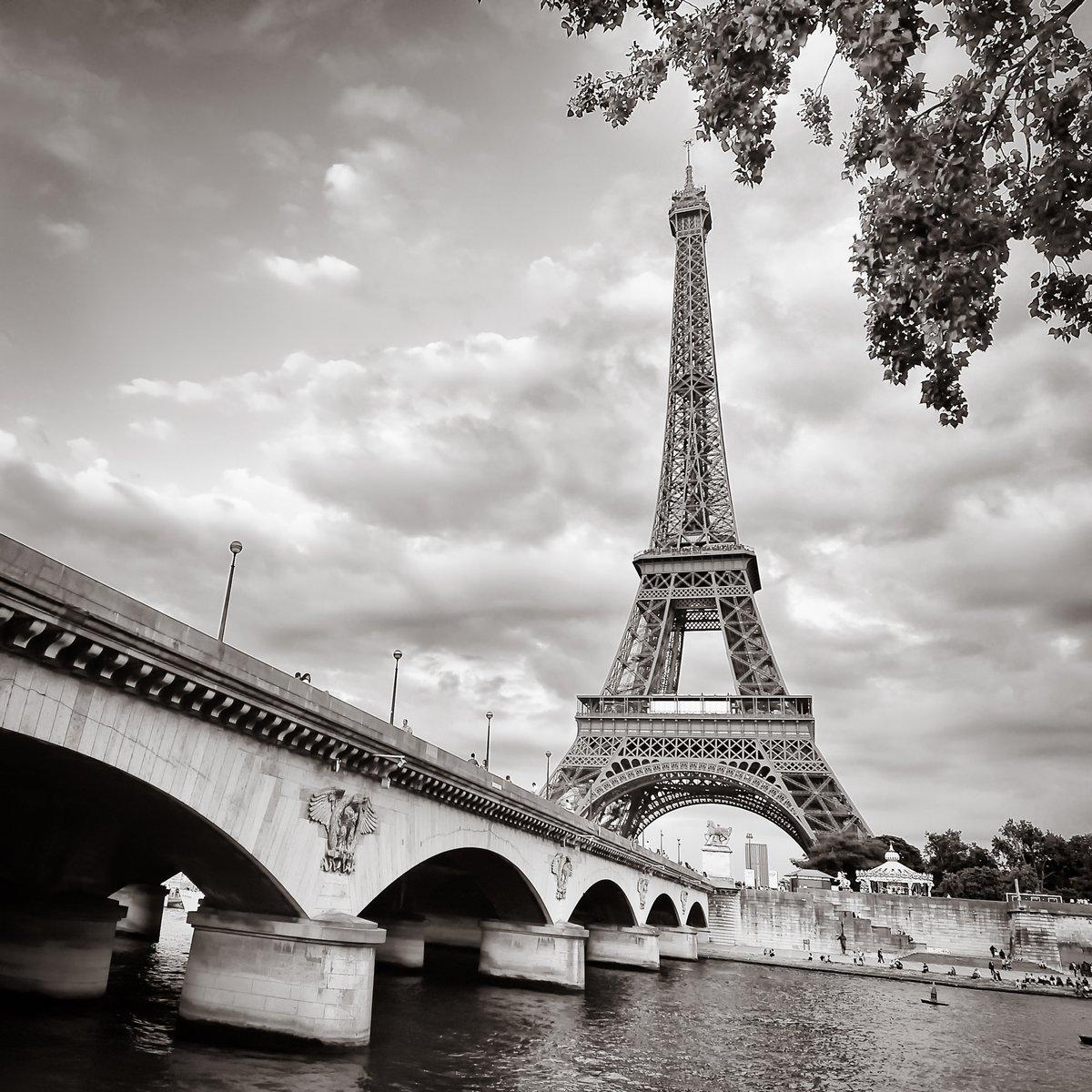 """Постер Города и карты """"С видом на Эйфелеву башню"""", 20x20 см, на бумаге от Artwall"""
