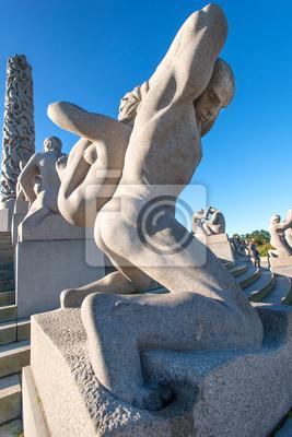 """Постер Города и карты """"Вигеланда статуя мужчина и женщина"""", 20x30 см, на бумаге от Artwall"""