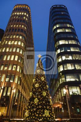 """Постер Города и карты """"Рождественская елка, и небоскребы"""", 20x30 см, на бумаге от Artwall"""