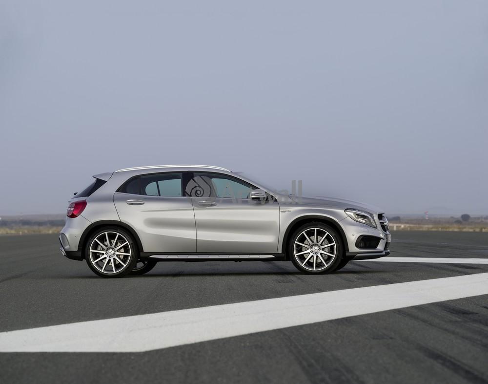 "Постер ""Mercedes-Benz GLA 45 AMG"", 25x20 см, на бумаге от Artwall"