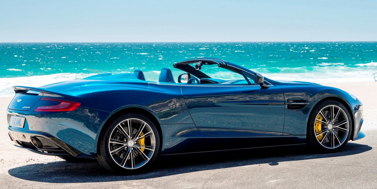 "Постер ""Aston Martin Vanquish Volante (2015)"", 40x20 см, на бумаге от Artwall"