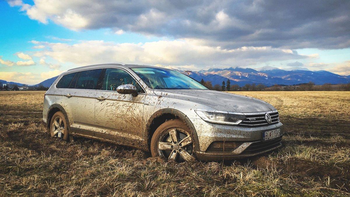 "Постер ""Volkswagen Passat Alltrack (2017)"", 36x20 см, на бумаге от Artwall"