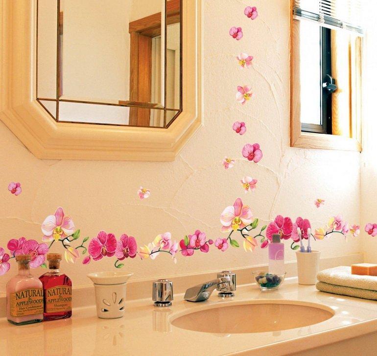 декор стен ванной декоративными наклейками