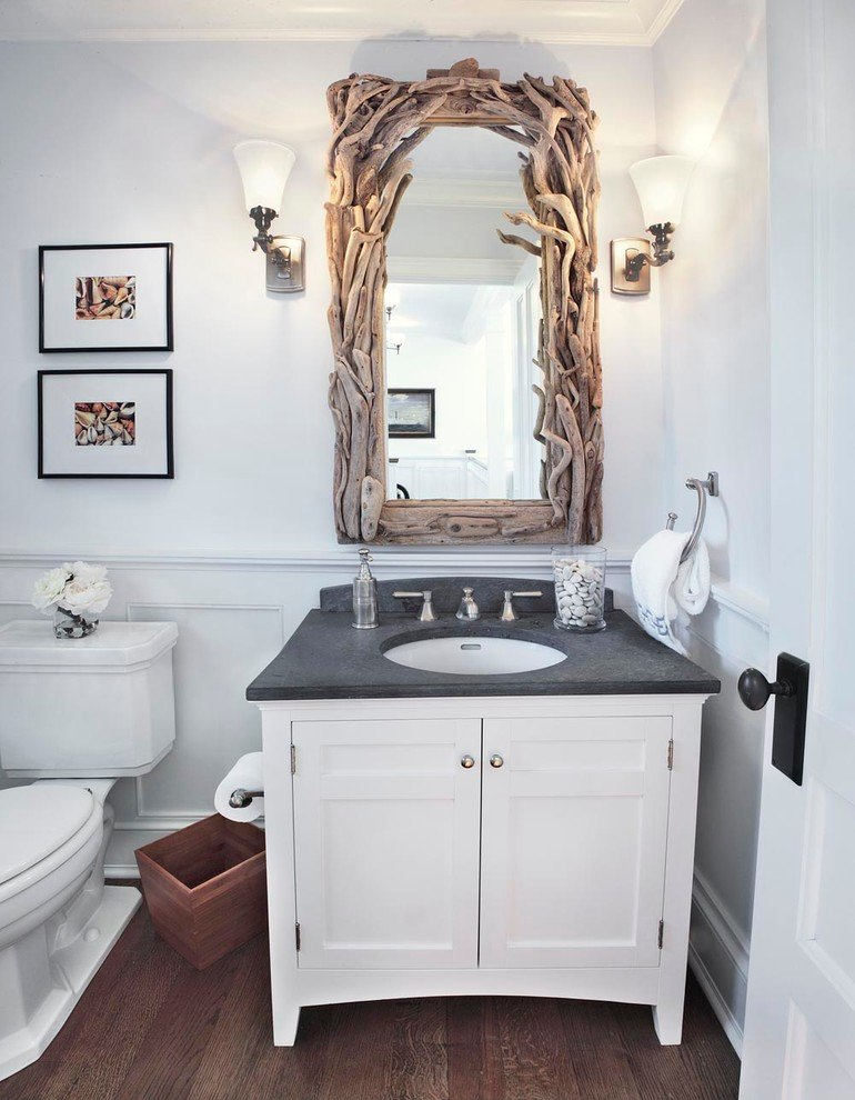 декор ванной оригинальной рамой для зеркала