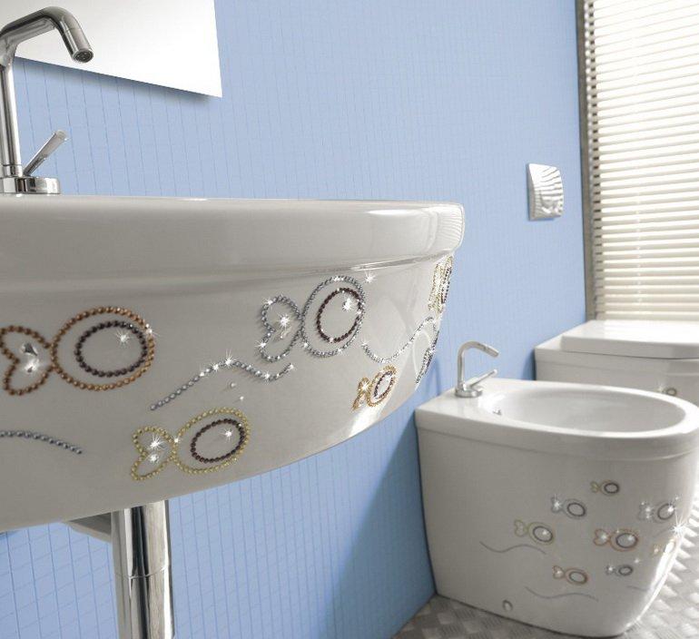 украшение ванной декорированной сантехникой