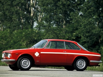 Alfa Romeo GTA 1300 Junior (105) '1968-72 дизайн Bertone,