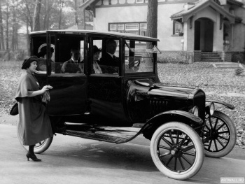 Ford Model T Center Door Sedan '1915-23,