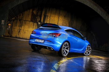 Opel Astra OPC,